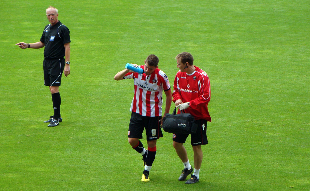Ched Evans re-signs to Sheffield United