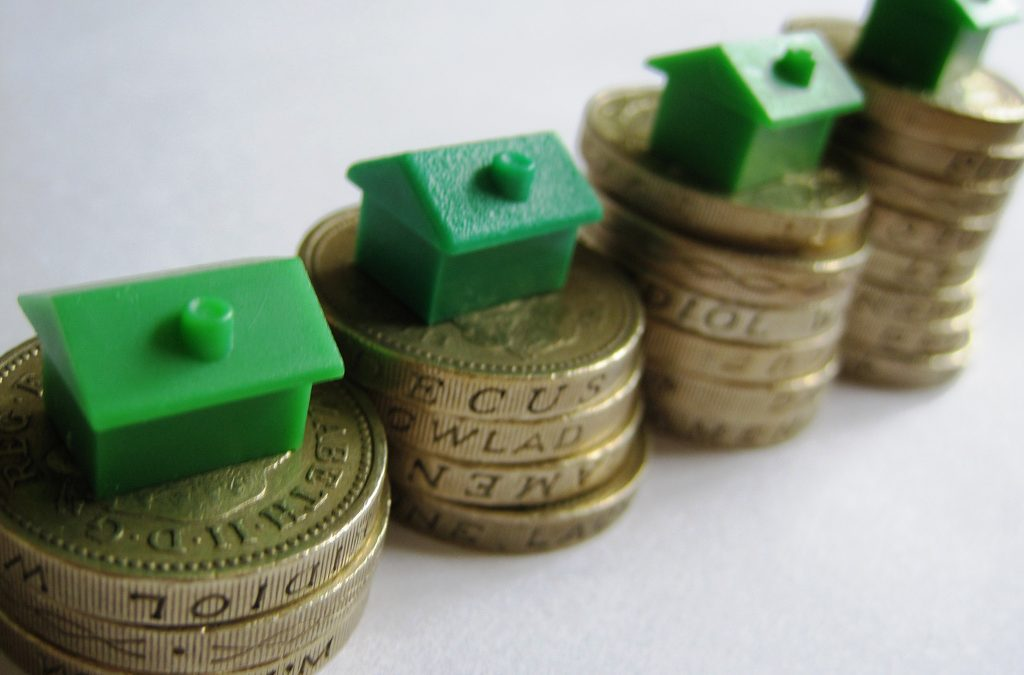 House prices drop by £10,000 helping new buyers onto the ladder