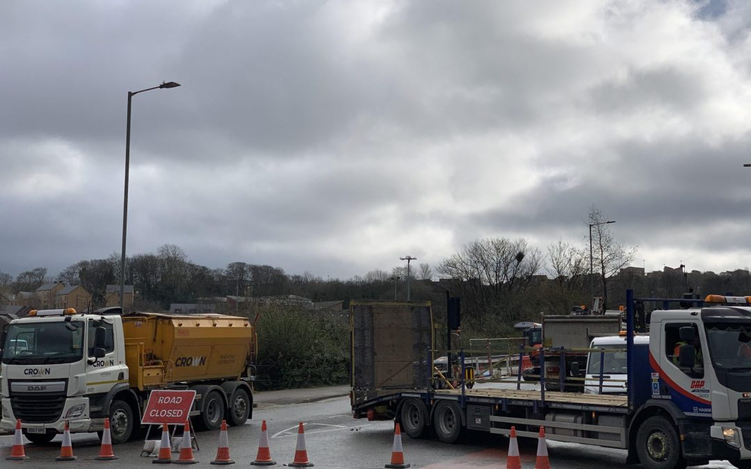 Traffic chaos continues as a main road in Sheffield city centre is to remain closed
