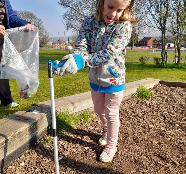 Earth Day 2021: Young generation participate in the local Sheffield litter pick