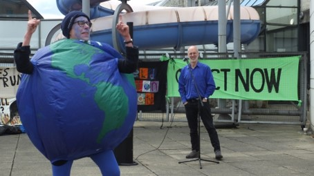 WATCH: Environmental activists stage demonstration at Sheffield Council meeting