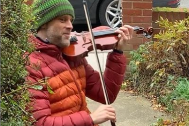 Violinist performs mini 'Doorstep' concerts for locals during the pandemic